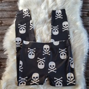 💋 No Boundaries Skull and Crossbones Leggings